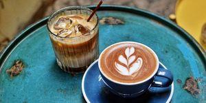 Waarom moet je (meteen) poepen als je koffie drinkt?