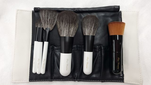 Brown, Brush, Cosmetics, Tints and shades, Grey, Beige, Makeup brushes, Lavender, Material property, Silver,