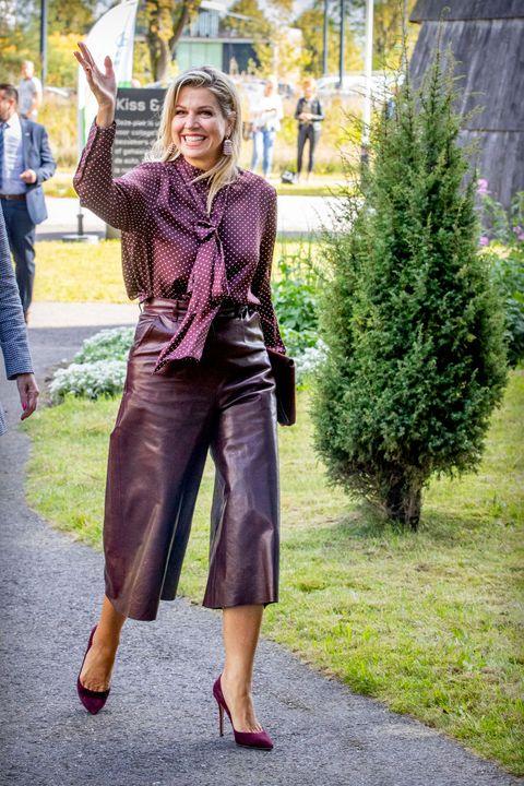 koningin máxima ton sur ton look aubergine outfit