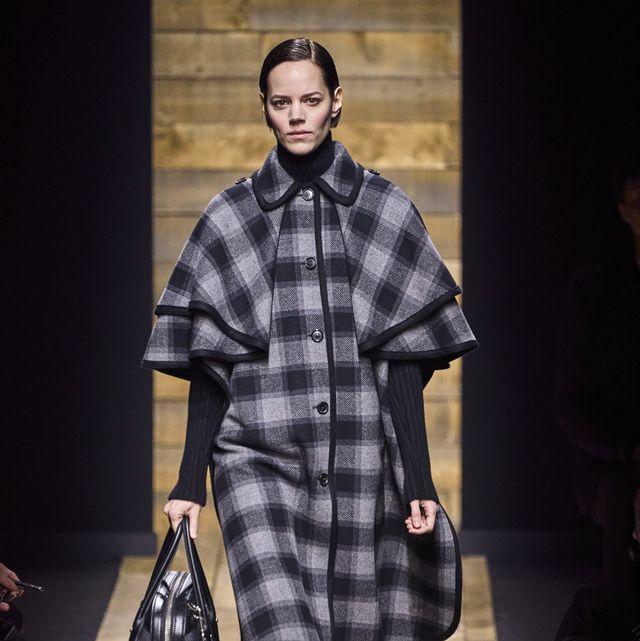 Fashion model, Fashion, Tartan, Clothing, Fashion show, Runway, Pattern, Plaid, Design, Outerwear,