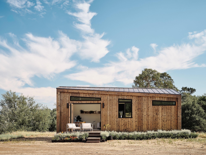 La camera per gli ospiti è una casa prefabbricata da montare in giardino