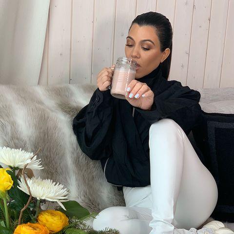 Leg, Black hair, Sitting, Photography, Photo shoot, Flower, Plant, Shoe,
