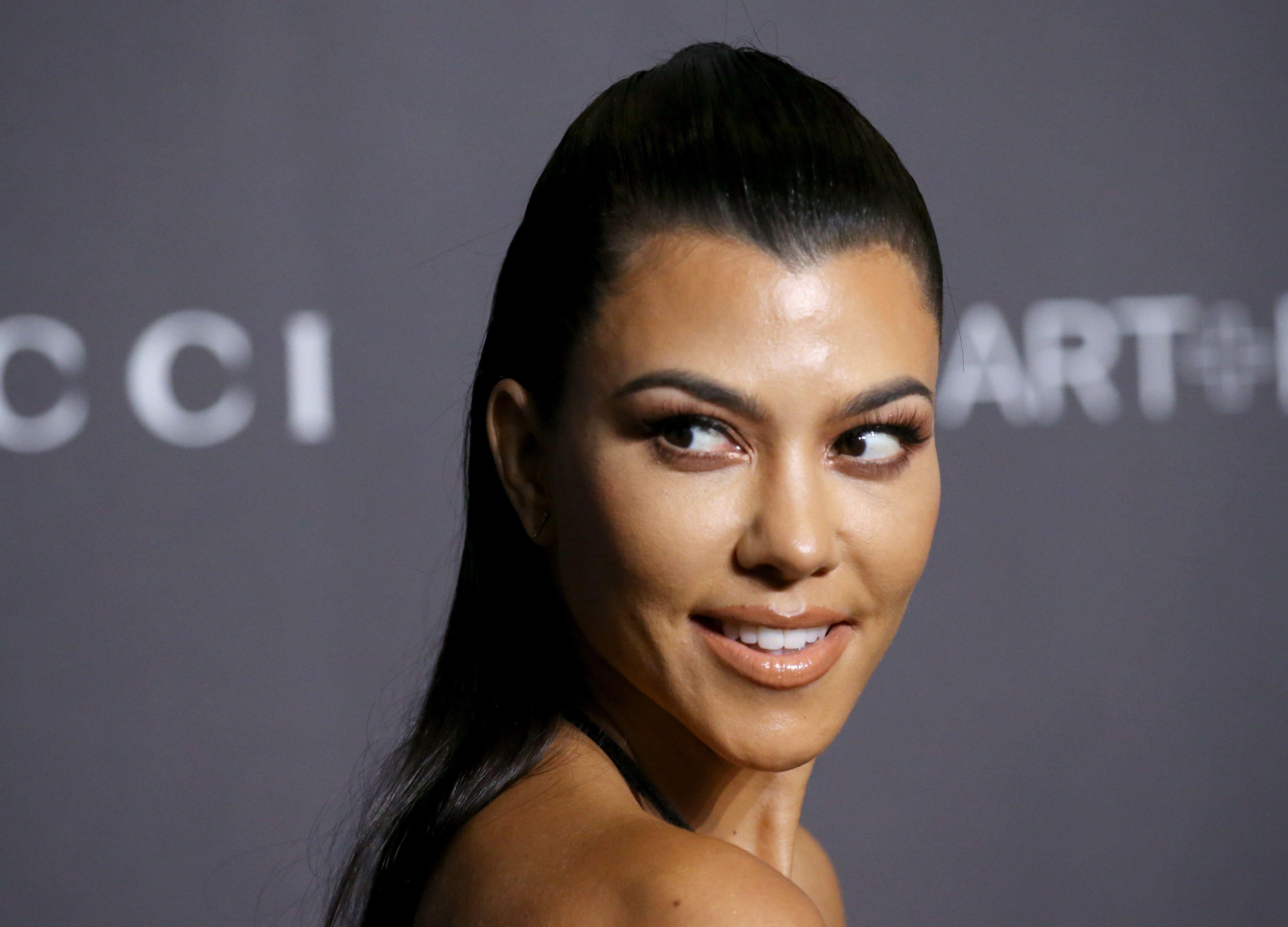 Kourtney Kardashian Se Desnuda Por Su Nuevo Proyecto Kourtney