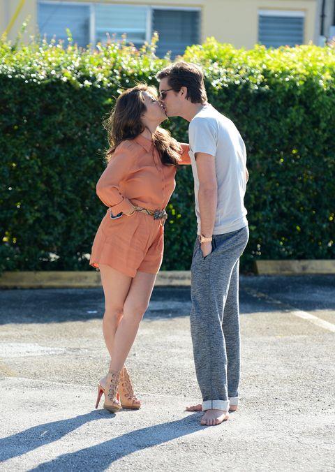 kourtney kardashian and scott disick kissing on october 29, 2012