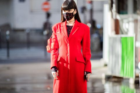 Street Style  - Paris Fashion Week - Womenswear Fall/Winter 2020/2021 : Day Two