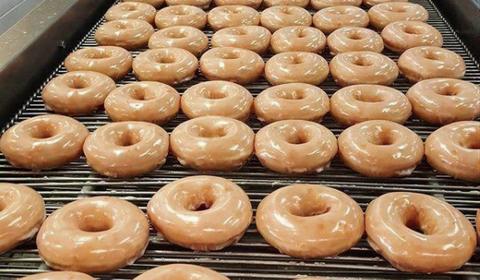 Food, Cuisine, Bagel, Doughnut, Dish, Cider doughnut, Baked goods, Glaze, Baking, Ingredient,