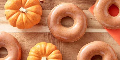 Pumpkin, Winter squash, Food, Doughnut, Calabaza, Cucurbita, Cider doughnut, Bagel, Vegetable, Produce,