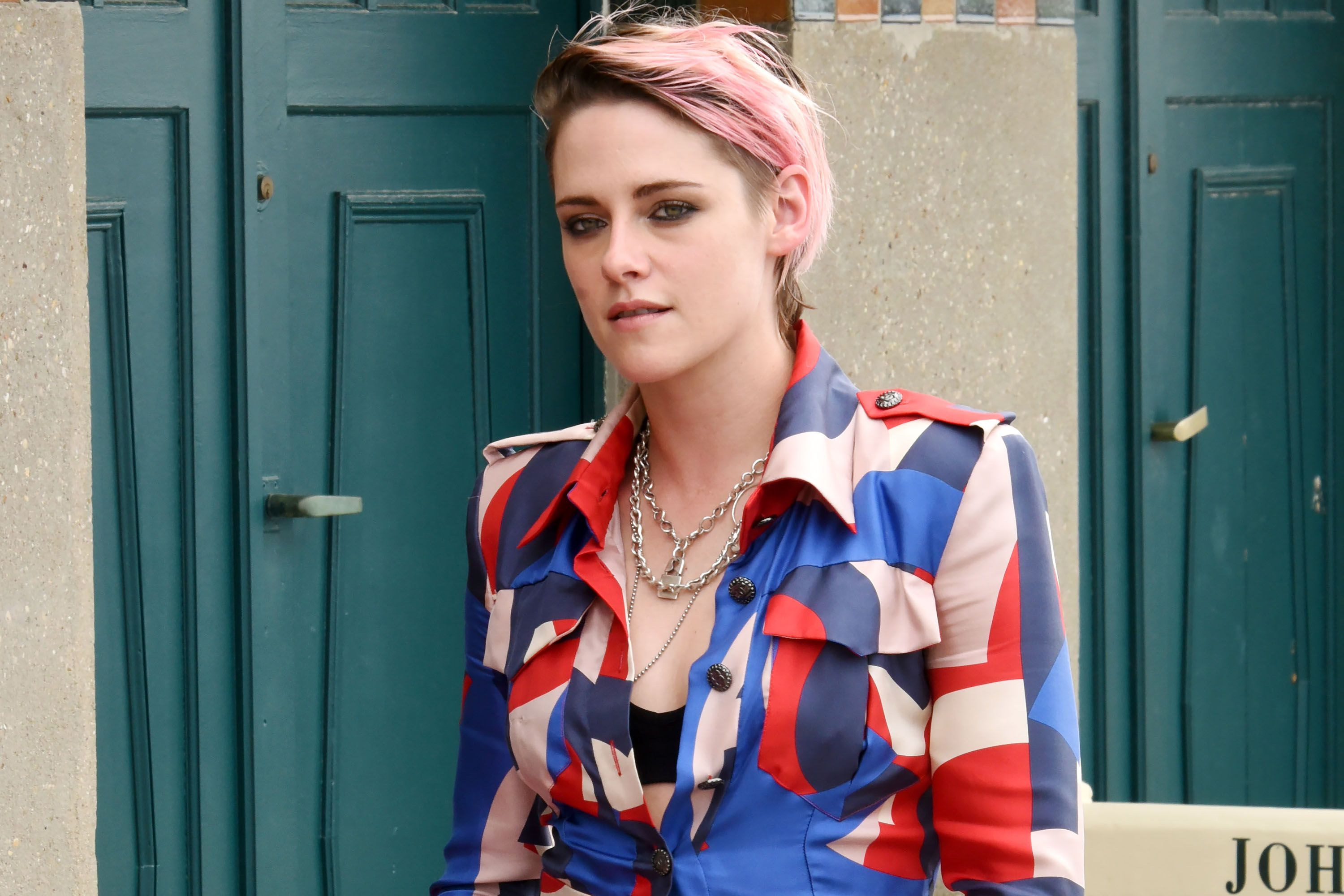 Kristen Stewart has dyed her hair pink