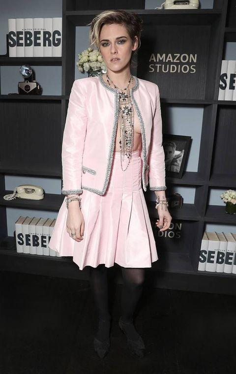 Kristen Stewart no bra pink chanel