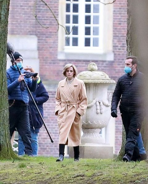 kristen stewart on set as princess diana