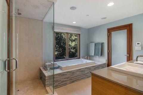 Bathroom, Room, Property, Floor, Building, Interior design, Ceiling, House, Architecture, Real estate,