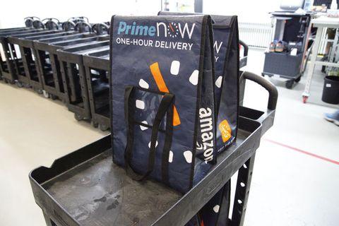 Kühltaschen von Amazon Prime Now in Berlin am Kurfürstendamm