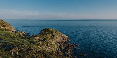 Sea, Coast, Headland, Promontory, Ocean, Sky, Coastal and oceanic landforms, Cliff, Klippe, Horizon,