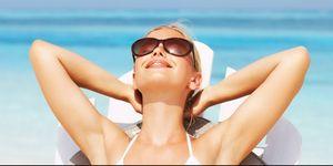 vrouw zon zonnebril