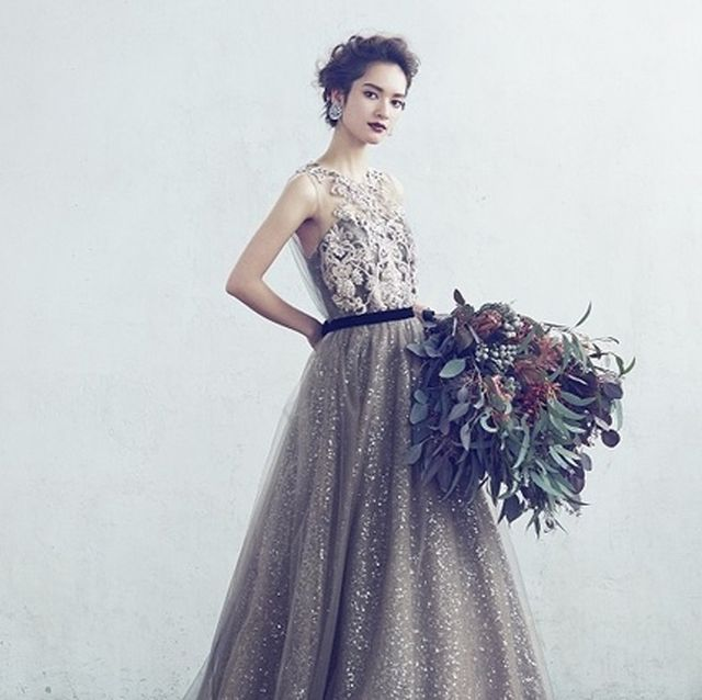 知的クールな花嫁に。グレーのドレスで叶えるお色直し