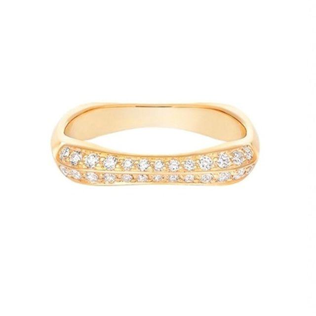 モードに華やぐ、ゴールド+ダイヤのマリッジリング