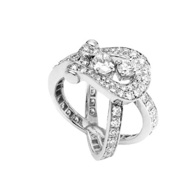 アームに個性あふれる婚約指輪カタログ