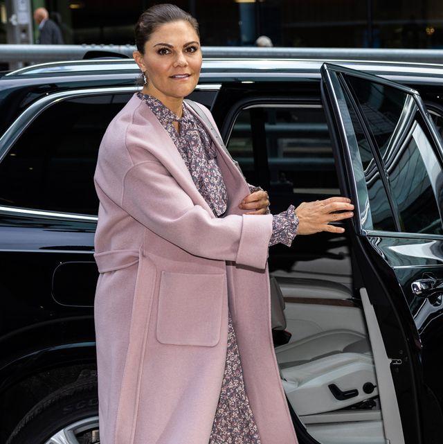 ヴィクトリア女王になりきり! 春待ちシーズンは小花柄ドレスで季節を先取り♡
