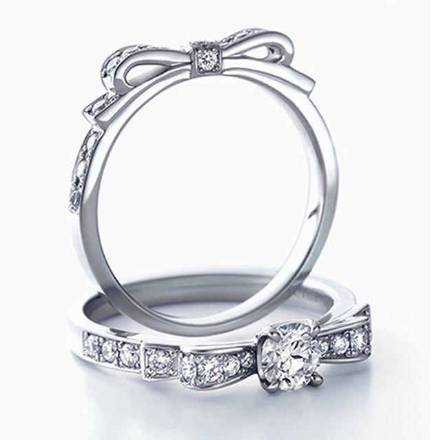 お花、ピンク、リボン。乙女心をくすぐる婚約&結婚指輪集