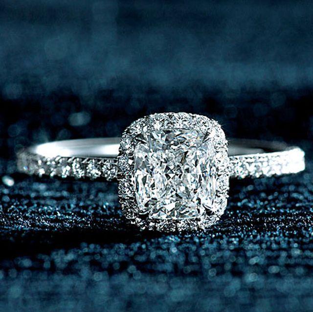 海外ジュエラーで探す、グラマラスな婚約指輪カタログ