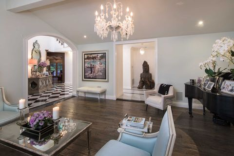Real Housewife Kyle Richards Is Selling Her 7 Million Bel Air
