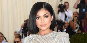 Kylie Jenner shows of abs post-pregnancy