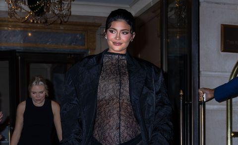 kylie jenner copia un espectacular look premamá a kim kardashian