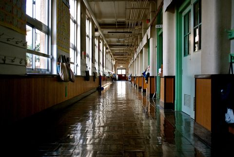 Building, Floor, Aisle, Architecture, Hall, Flooring, Symmetry, Daylighting, City,