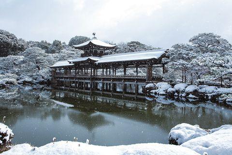 雪の降る平安神宮