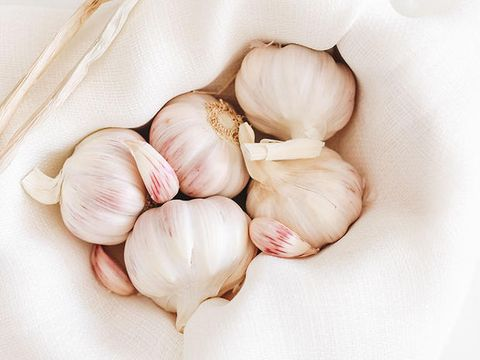 Garlic, Food, Elephant garlic, Shallot, Vegetable, Plant, Allium, Natural foods, Ingredient, Produce,
