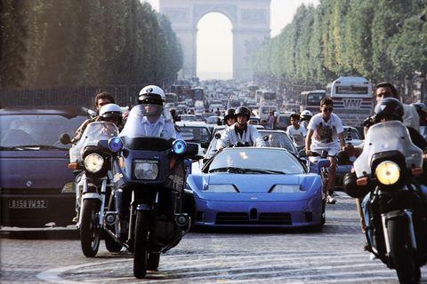 Bugatti EB110 in Paris