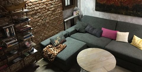 Interior design, Room, Property, Furniture, Wall, Living room, Floor, House, Building, Table,