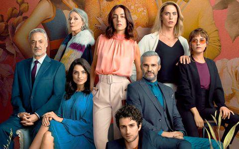 cartel promocional de la tercera y última temporada de 'la casa de las flores' con todo el elenco principal