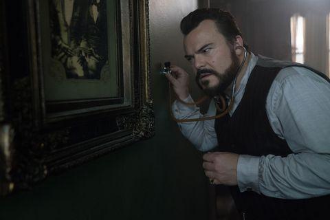 jack black en la casa del reloj en la pared