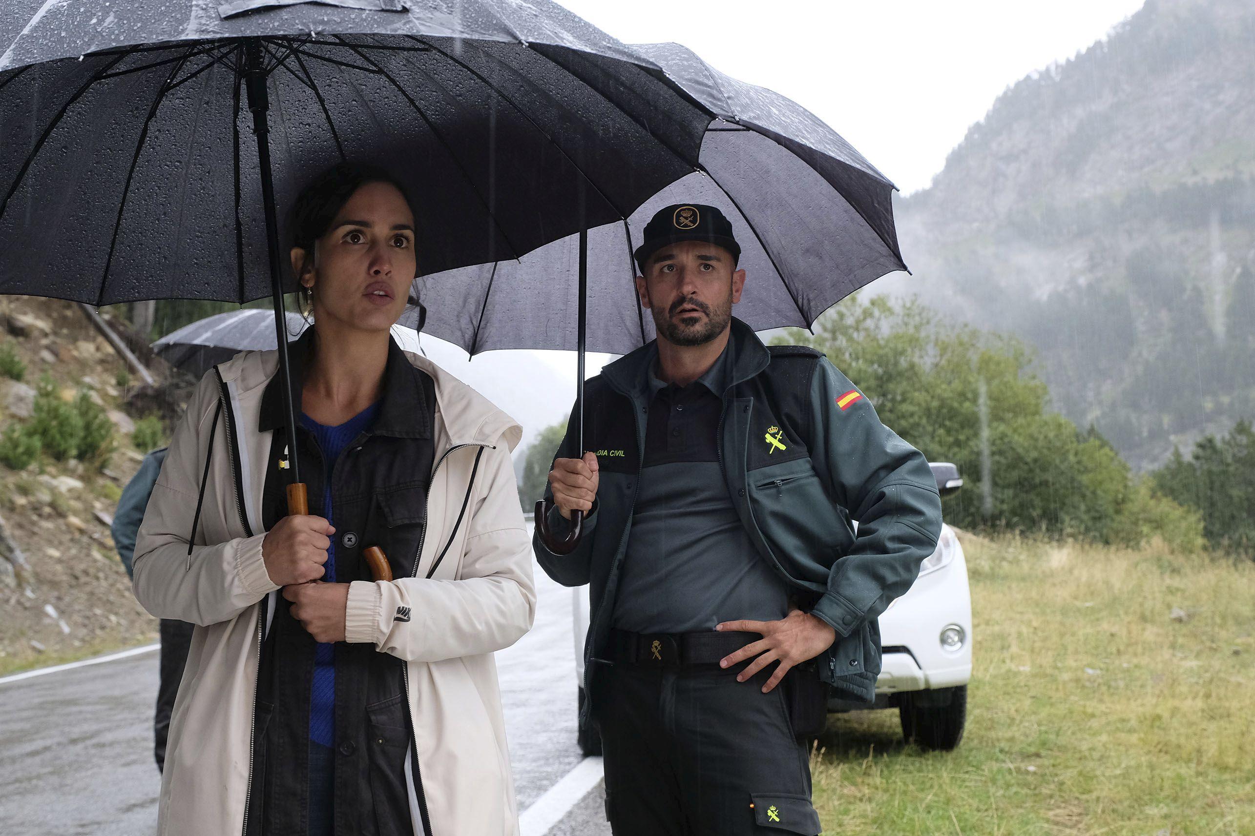Megan Montaner y Alain Hernández en La caza Monteperdido