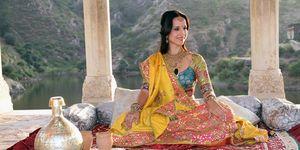 Stephanie Stumph posa como maharajá en la películaLa chica de la esmeralda india.
