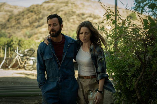 justin theroux y melissa george en una escena de la serie de apple tv basada en la novela de paul theroux la costa de los mosquitos