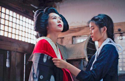 kim min hee y kim tae ri, vestidas de aristócrata y sirvienta de la corea de los años 30, en la película la doncella the handmaiden