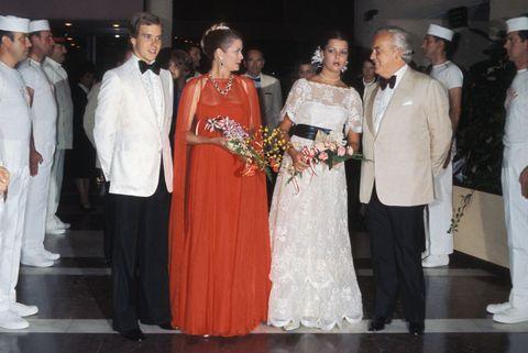 la famille de monaco au bal de la croix rouge 1976