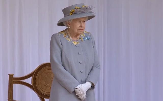 la reina isabel ii en el trooping the colour 2021