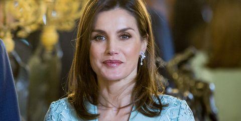 La reina Letizia ha lucido un look de Felipe Varela para una recepción de los Premios Cervantes, que ya llevó en la comunión de la Infanta Sofía.