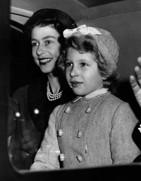 La Reine Elizabeth Et Sa Fille La Princesse Anne