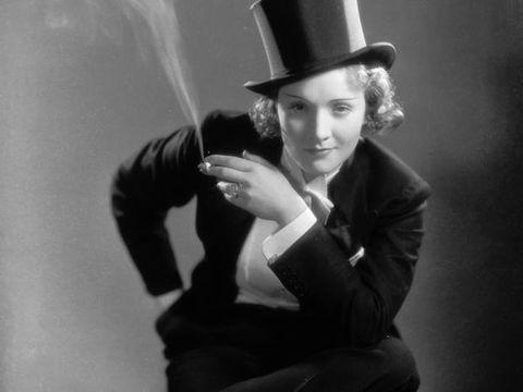 Photograph, Black-and-white, Monochrome photography, Photography, Monochrome, Headgear, Hat, Photo shoot, Film noir, Fashion accessory,