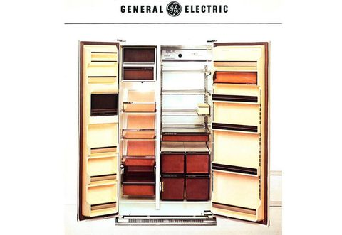 Shelf, Shelving, Furniture, Eye, Organ, Eye shadow, Material property, Room, Cosmetics,
