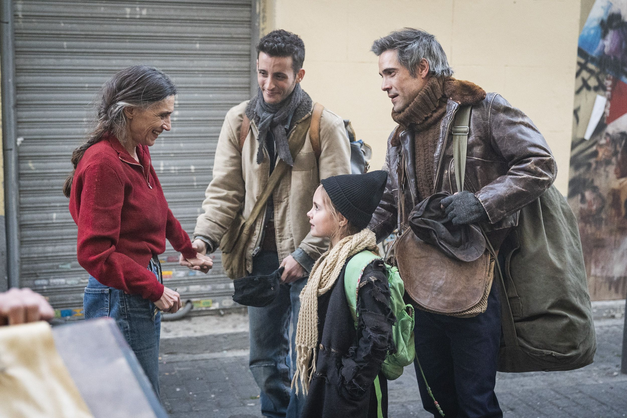 'La valla': primeras imágenes de la serie de Ángela y Olivia Molina y Unax Ugalde