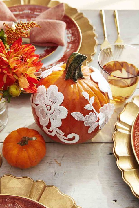 lace pumpkins halloween centerpiece idea