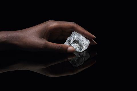 透明度の高い稀有なダイヤモンド原石「セトゥーニャ」ハイジュエリー  louis vuitton