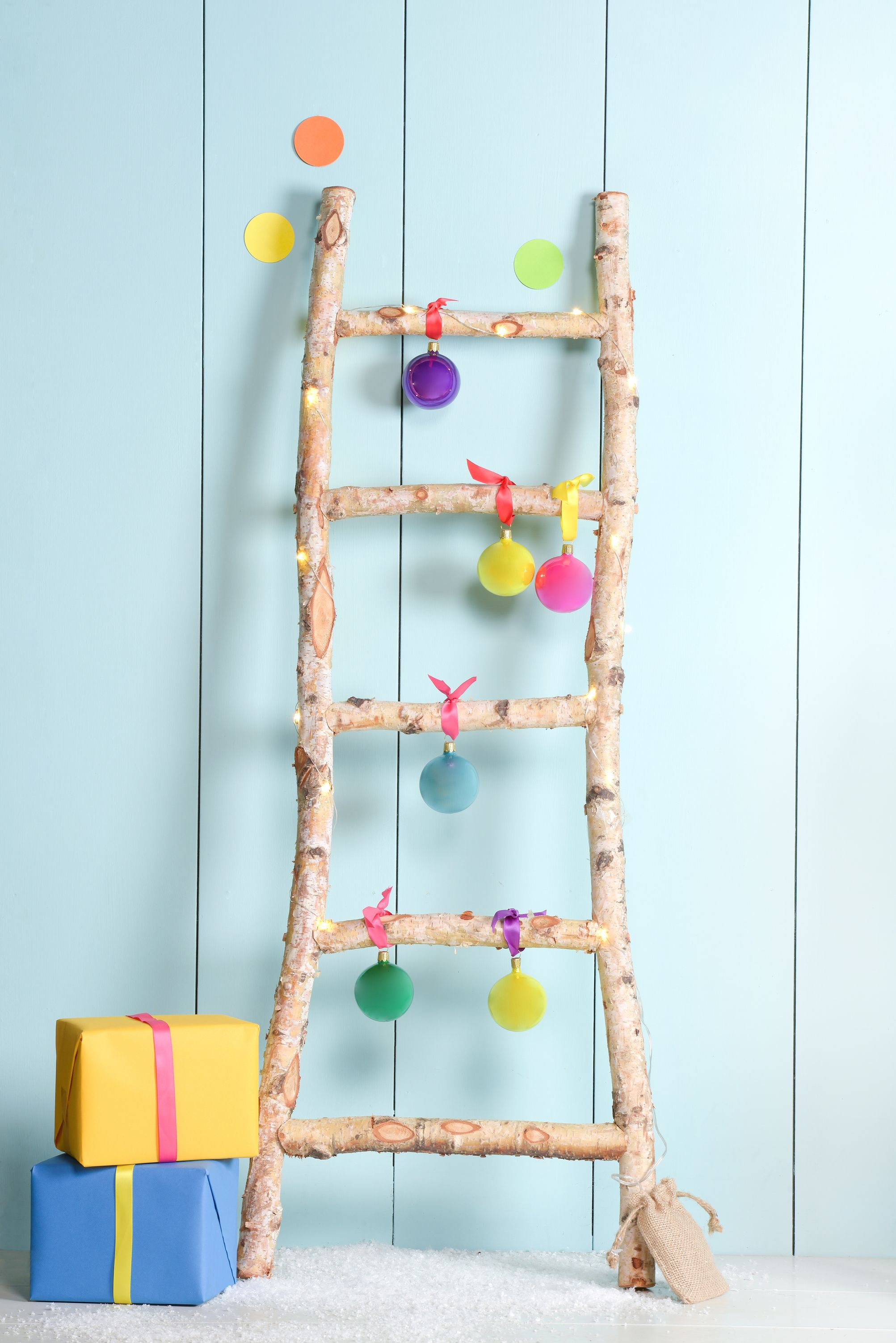 Ladder Christmas Tree.How To Make A Ladder Christmas Tree Easy Diy Christmas Decor