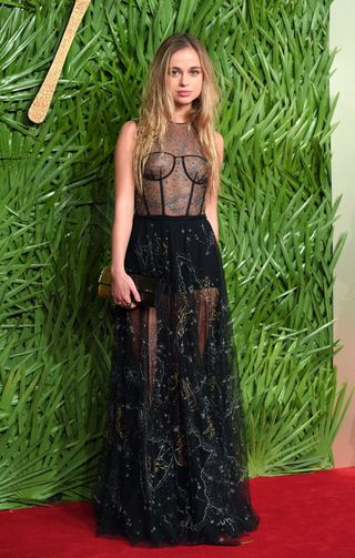 who is lady amelia windsor 5 facts about prince harry s cousin