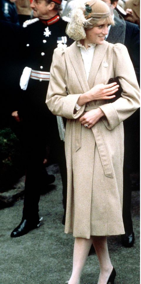 lady di with long beige coat